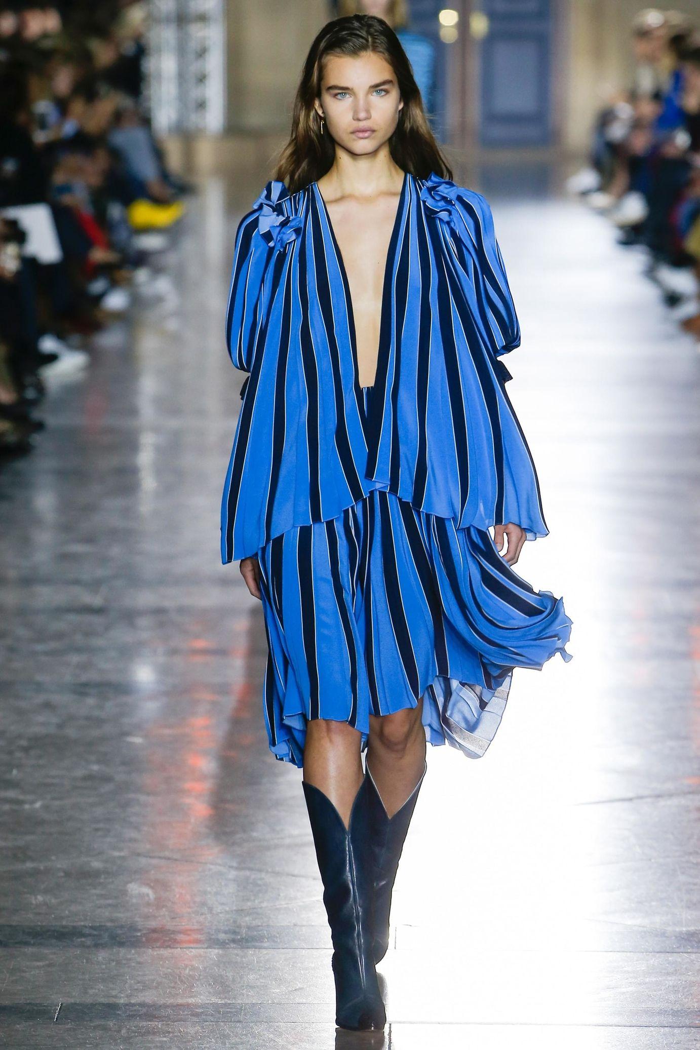 Givenchy весна лето 2018 синее платье в полоску