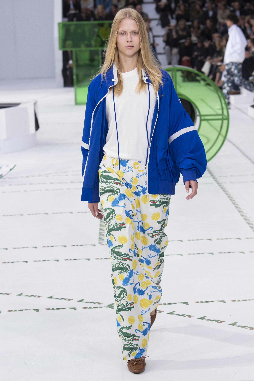 Lacoste весна лето 2018 синяя куртка