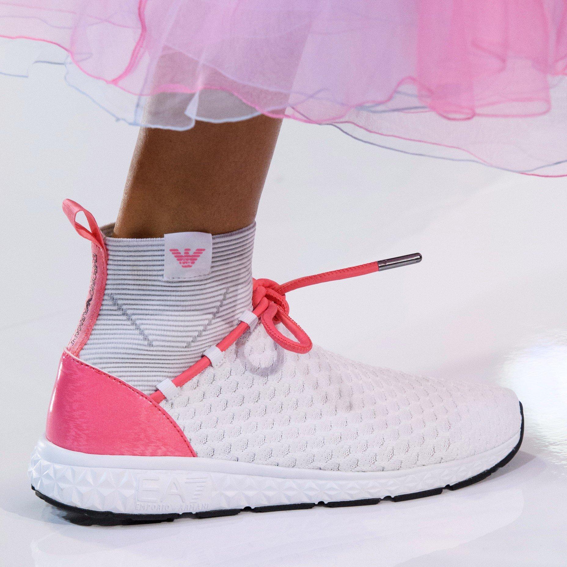 Белые ботинки спортивные