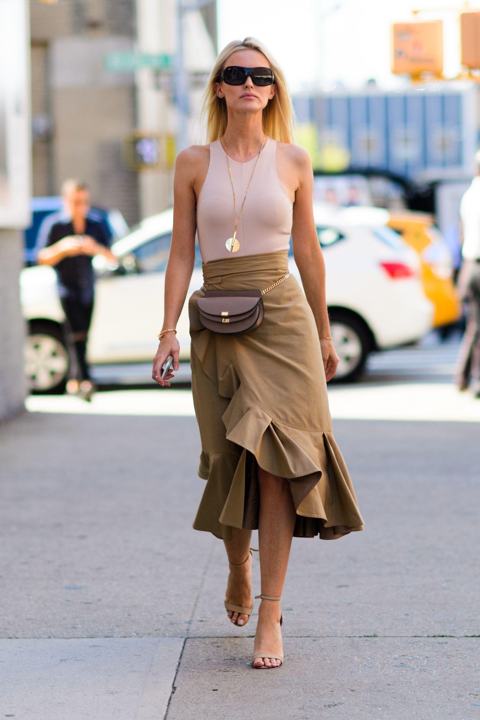 Бежевая юбка на одну сторону