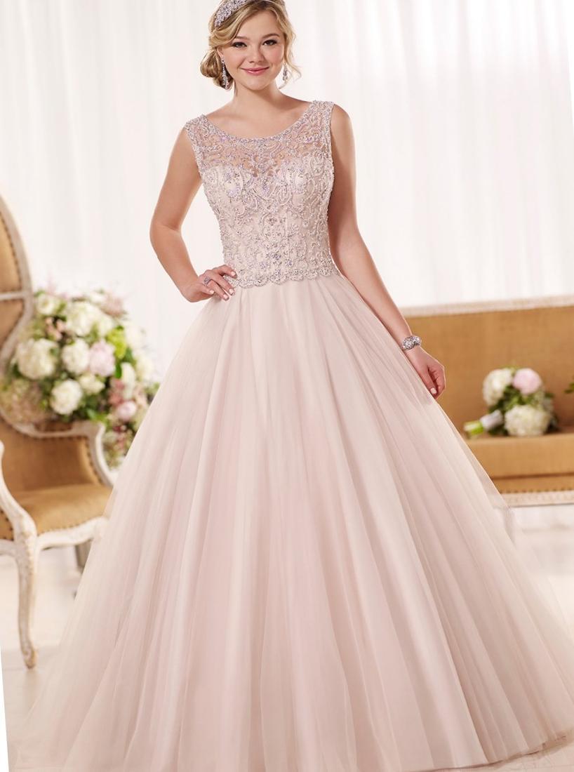 Свадебное платье для полных со стразами
