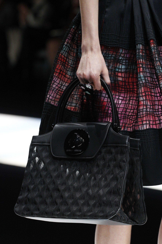 Giorgio Armani весна лето 2018 черная сумка