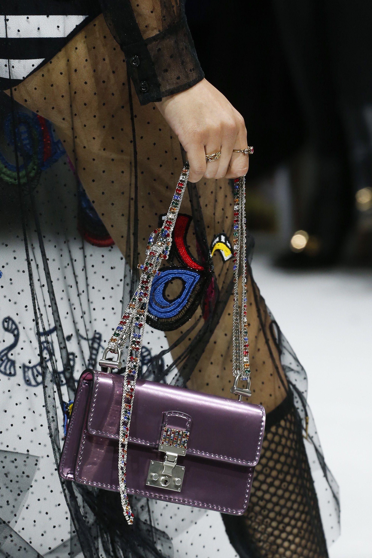 Christian Dior весна лето 2018 сумка фиолетовая