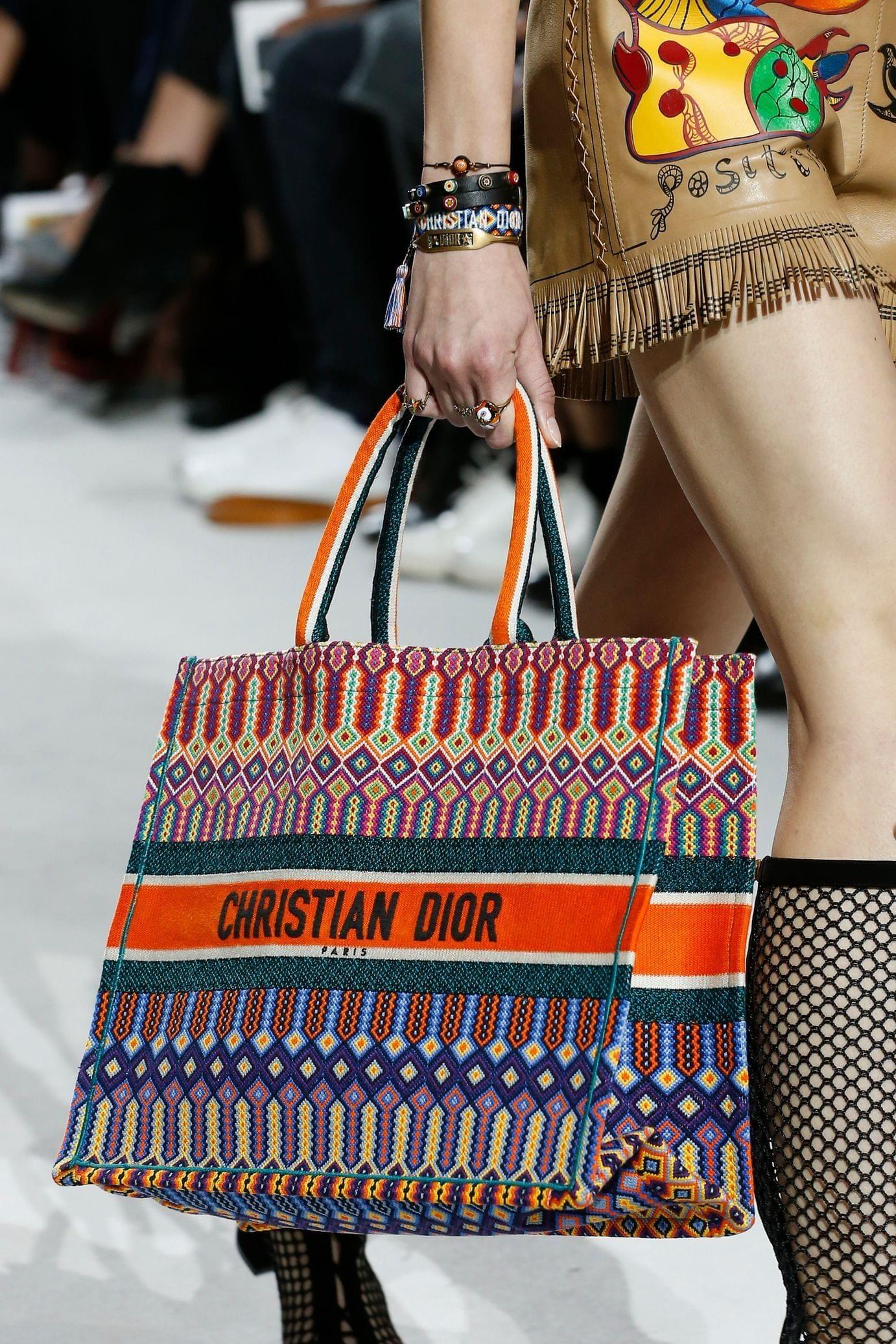 Christian Dior весна лето 2018 сумка с принтом