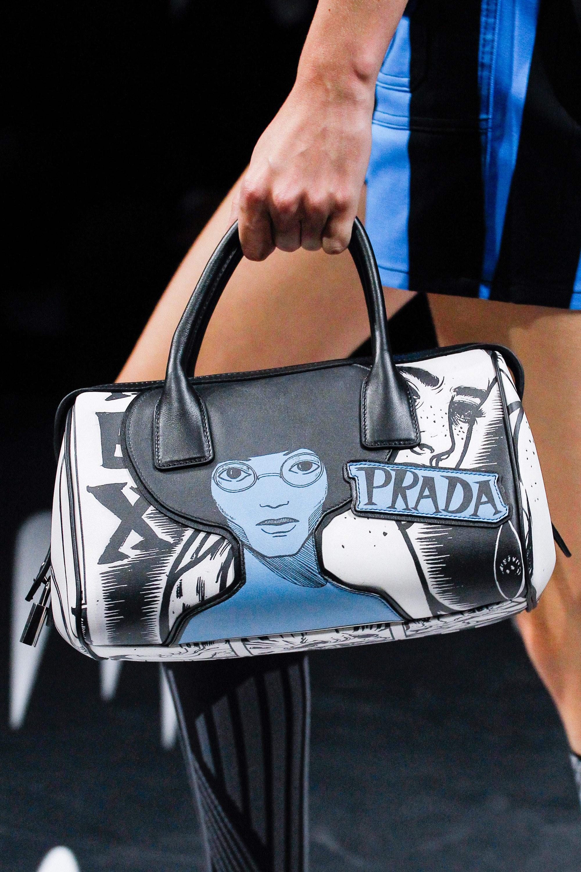 Prada весна лето 2018 сумка с рисунком