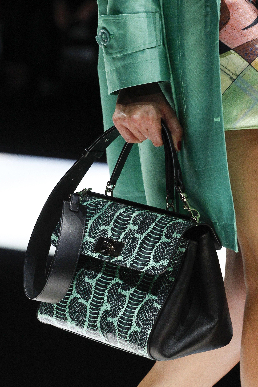 Giorgio Armani весна лето 2018 сумка с зеленым принтом