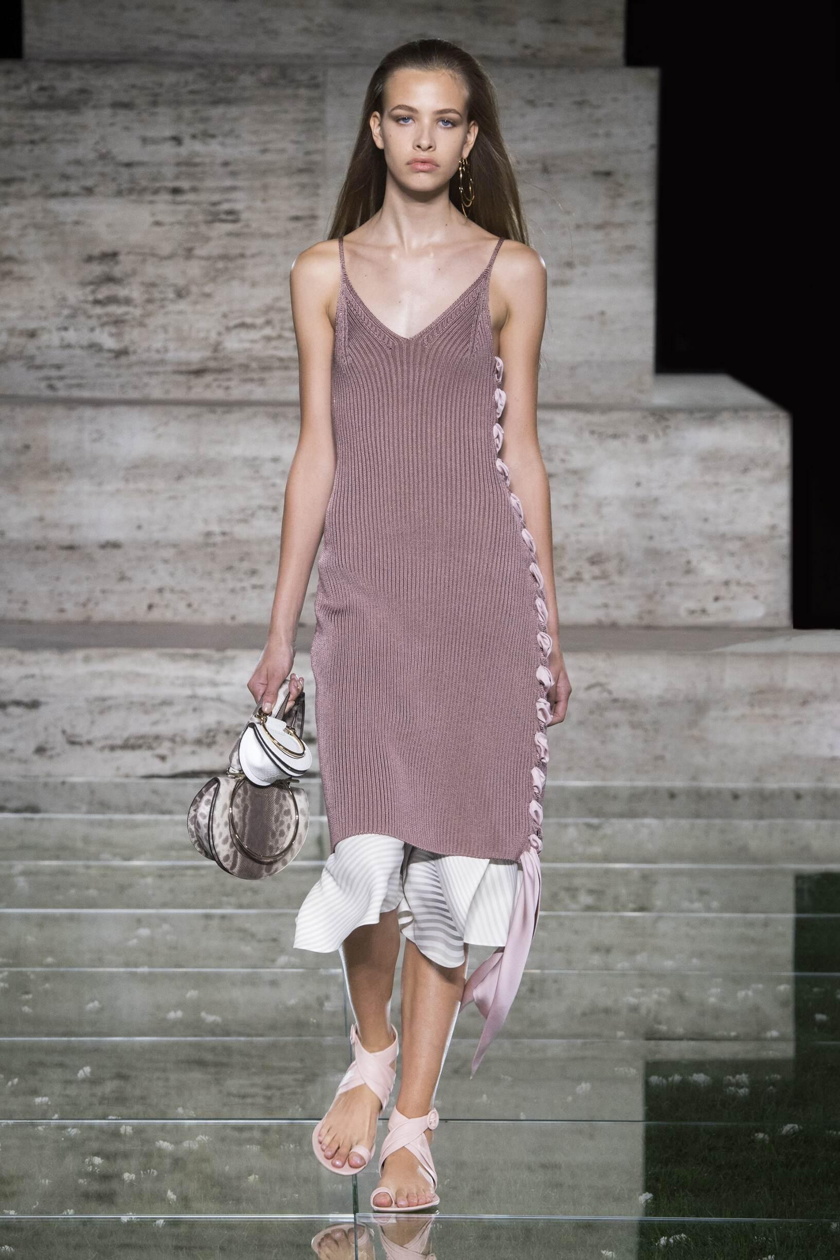 Salvatore Ferragamo весна лето 2018 трикотажное платье