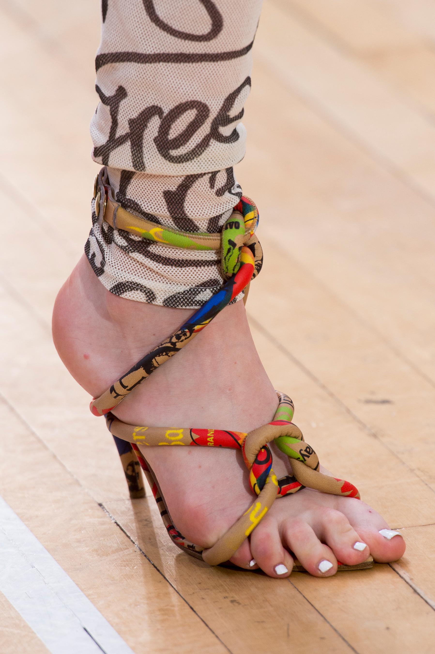 Vivienne Westwood весна лето 2018 туфли на каблуке