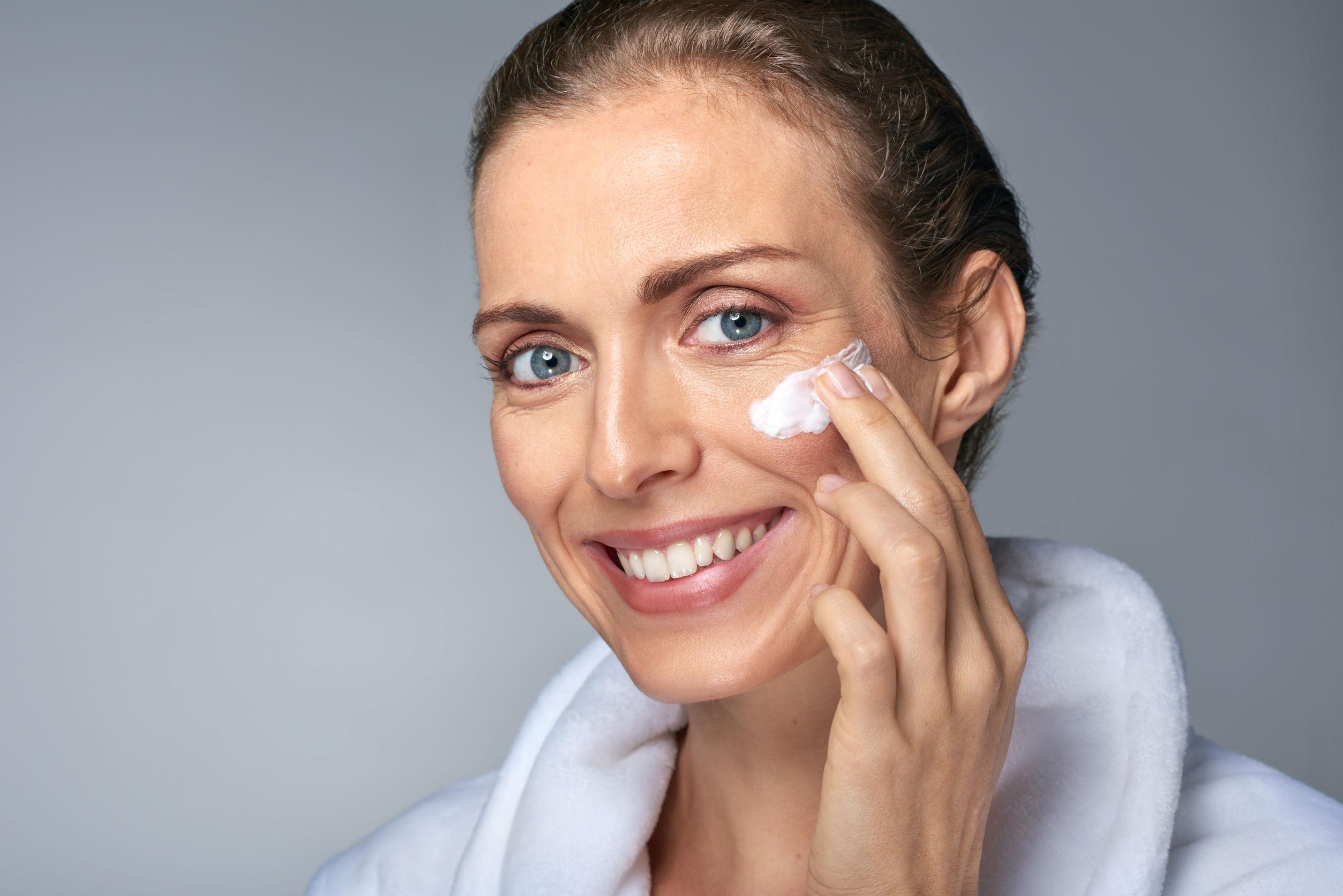 Возрастной макияж с уходом