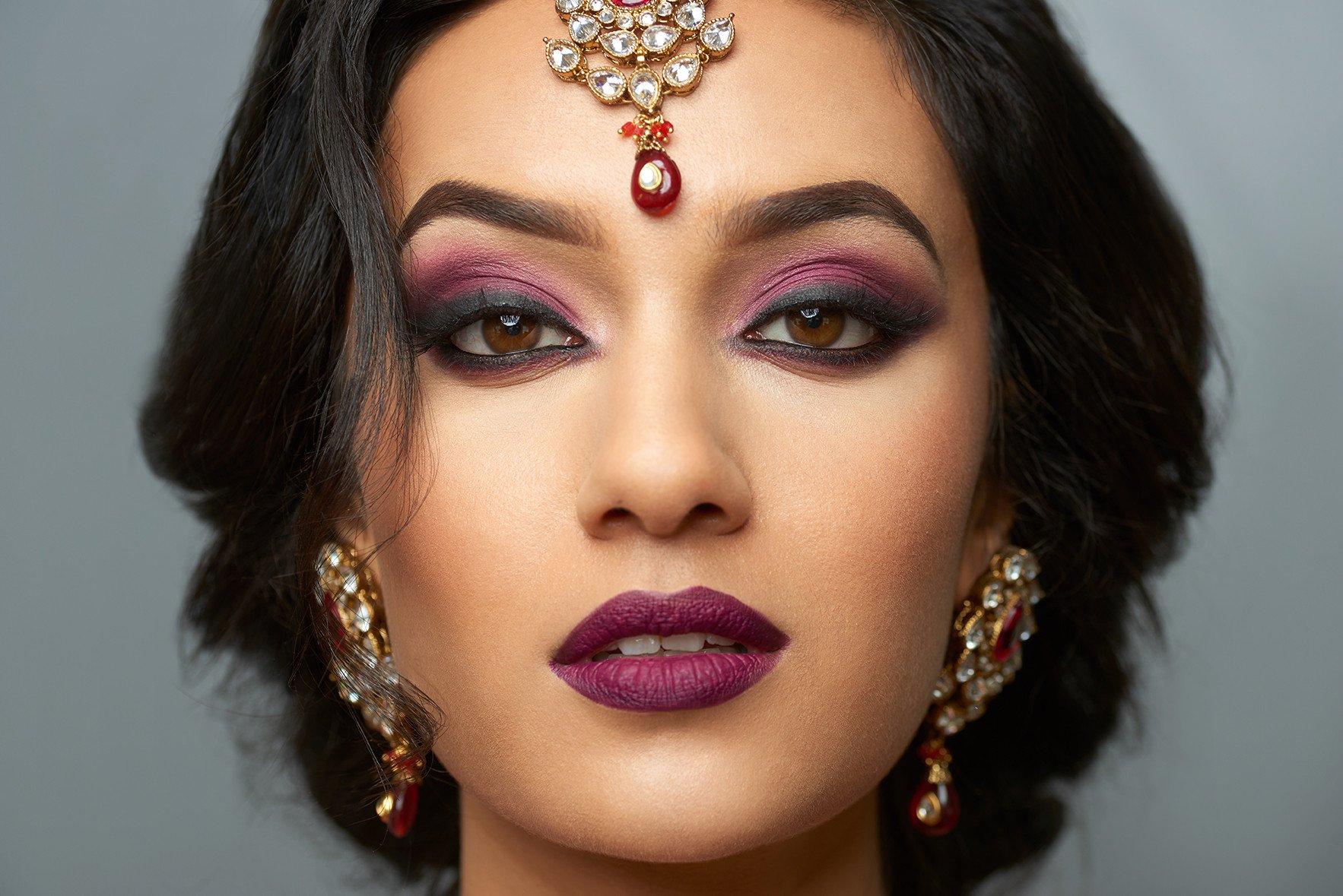 может осуществляться восточный макияж для карих глаз фото воля