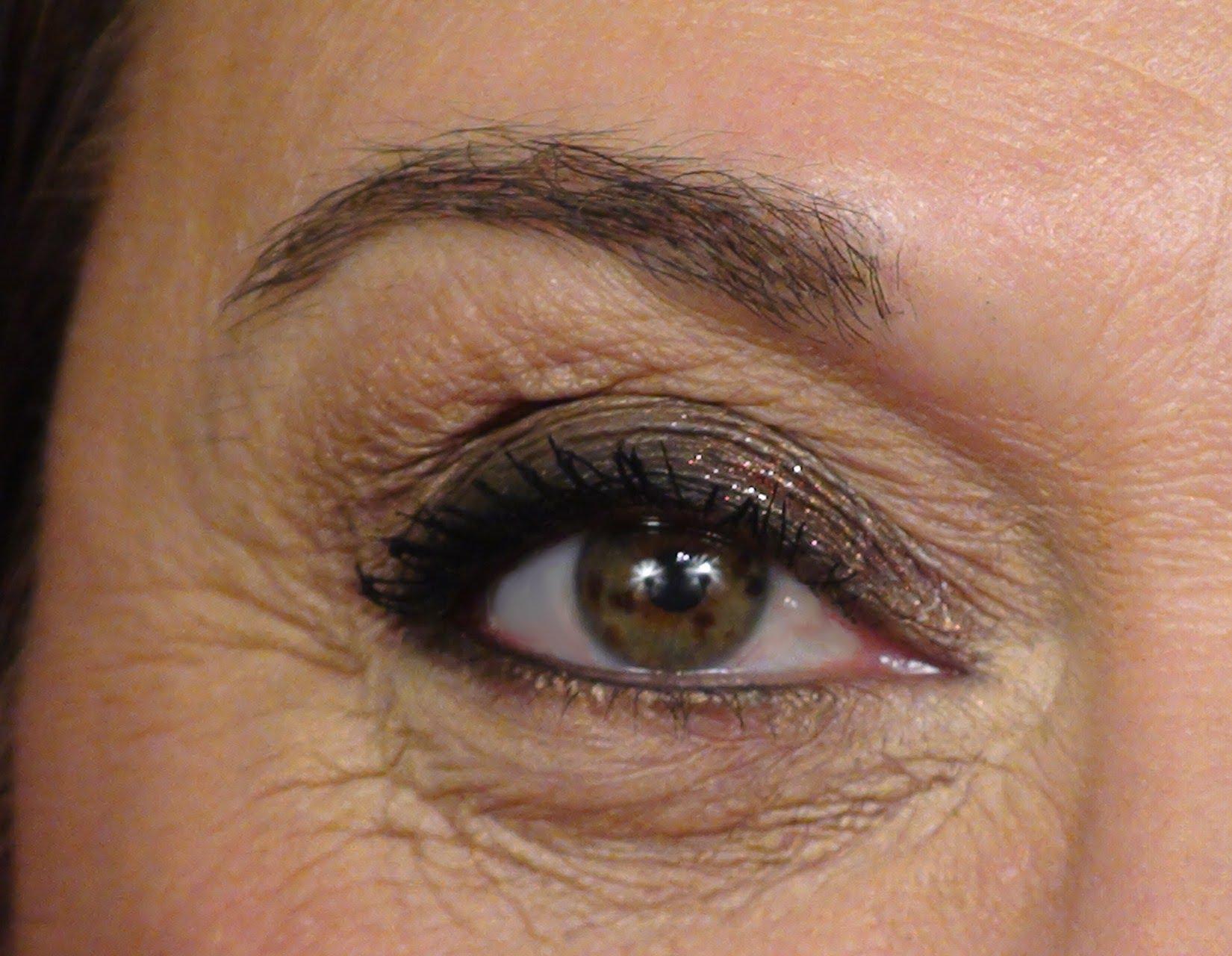 Возрастной макияж для нависающих век