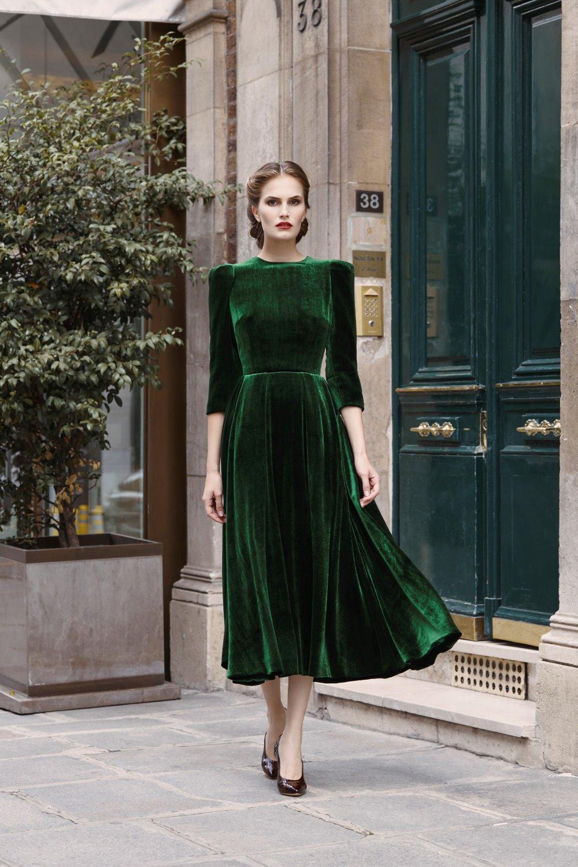 Расклешенное платье велюровое