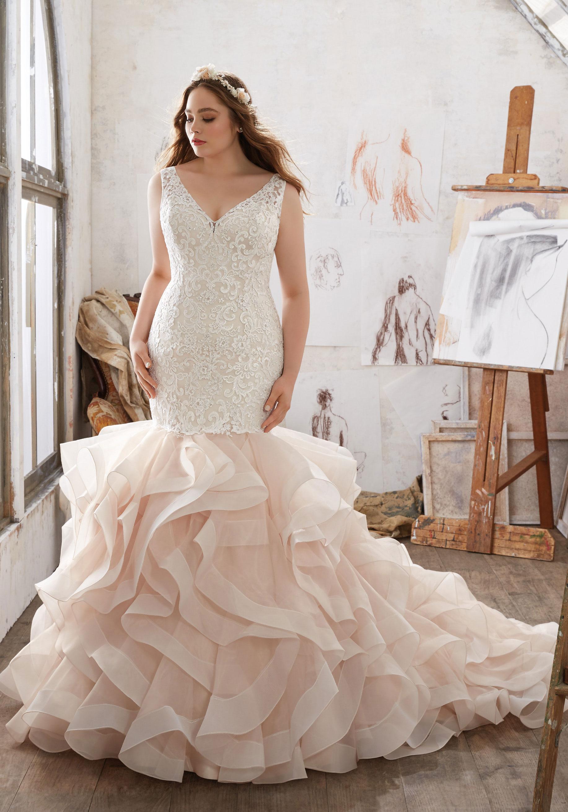Свадебное платье для полных с воланами