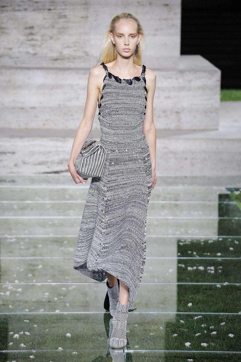 Salvatore Ferragamo весна лето 2018 вязаное платье