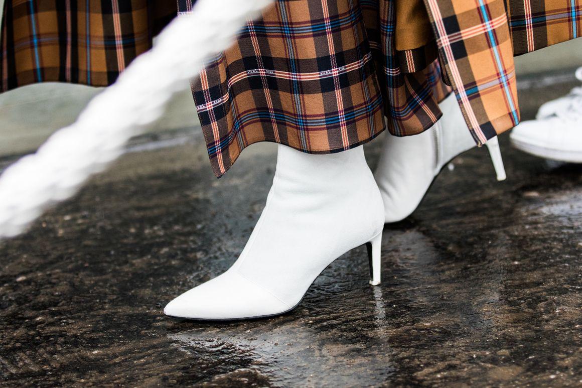 Белые ботинки закрытые