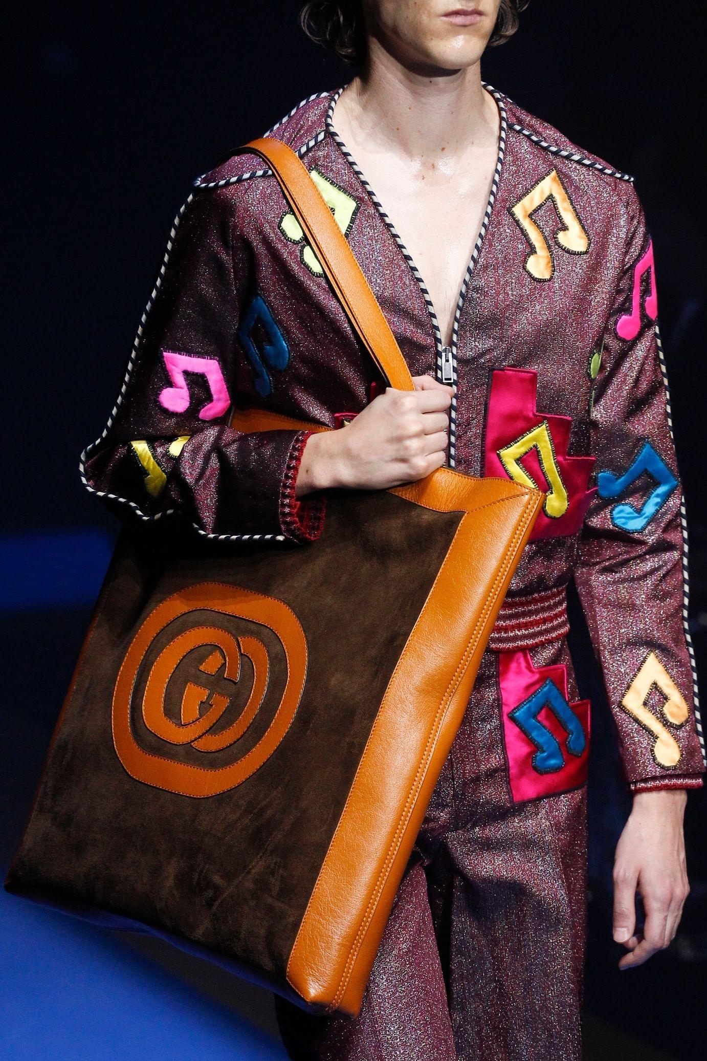 Gucci весна лето 2018 замшевая сумка