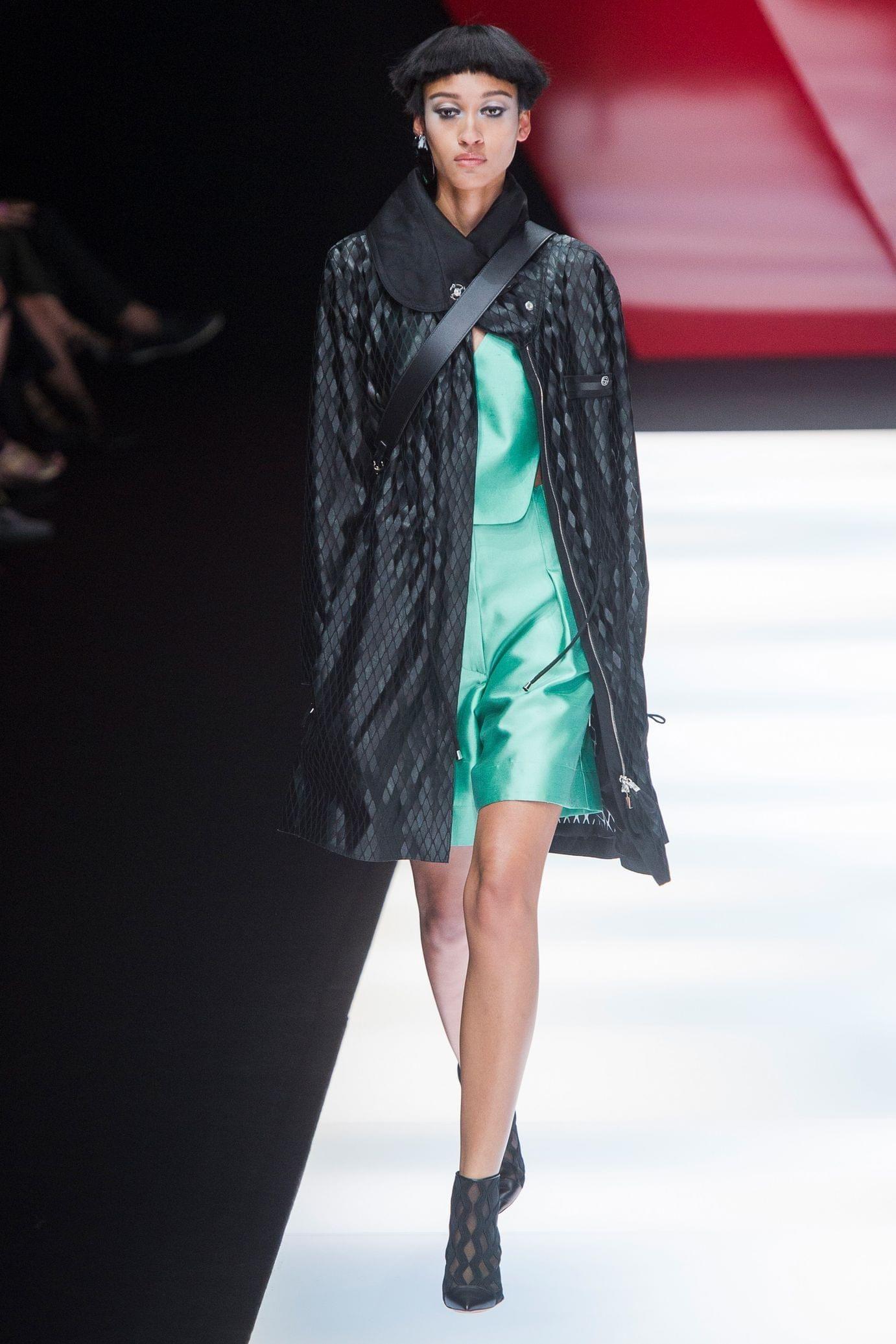 Giorgio Armani весна лето 2018 зеленое платье