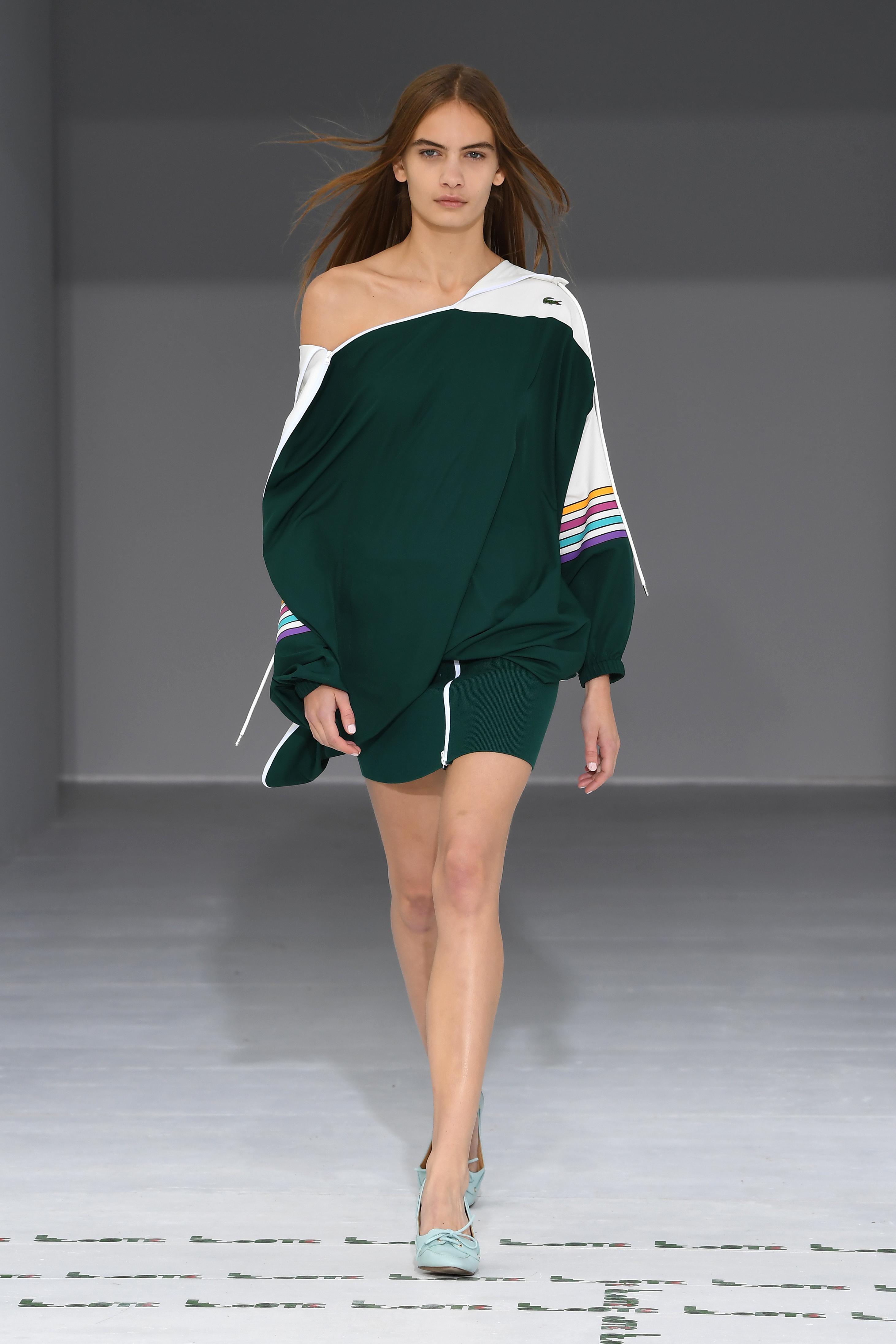Lacoste весна лето 2018 зеленое платье асимметричного кроя