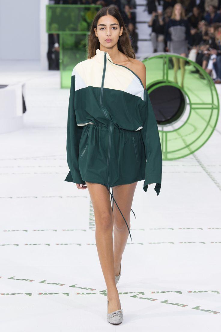 Lacoste весна лето 2018 зеленое платье