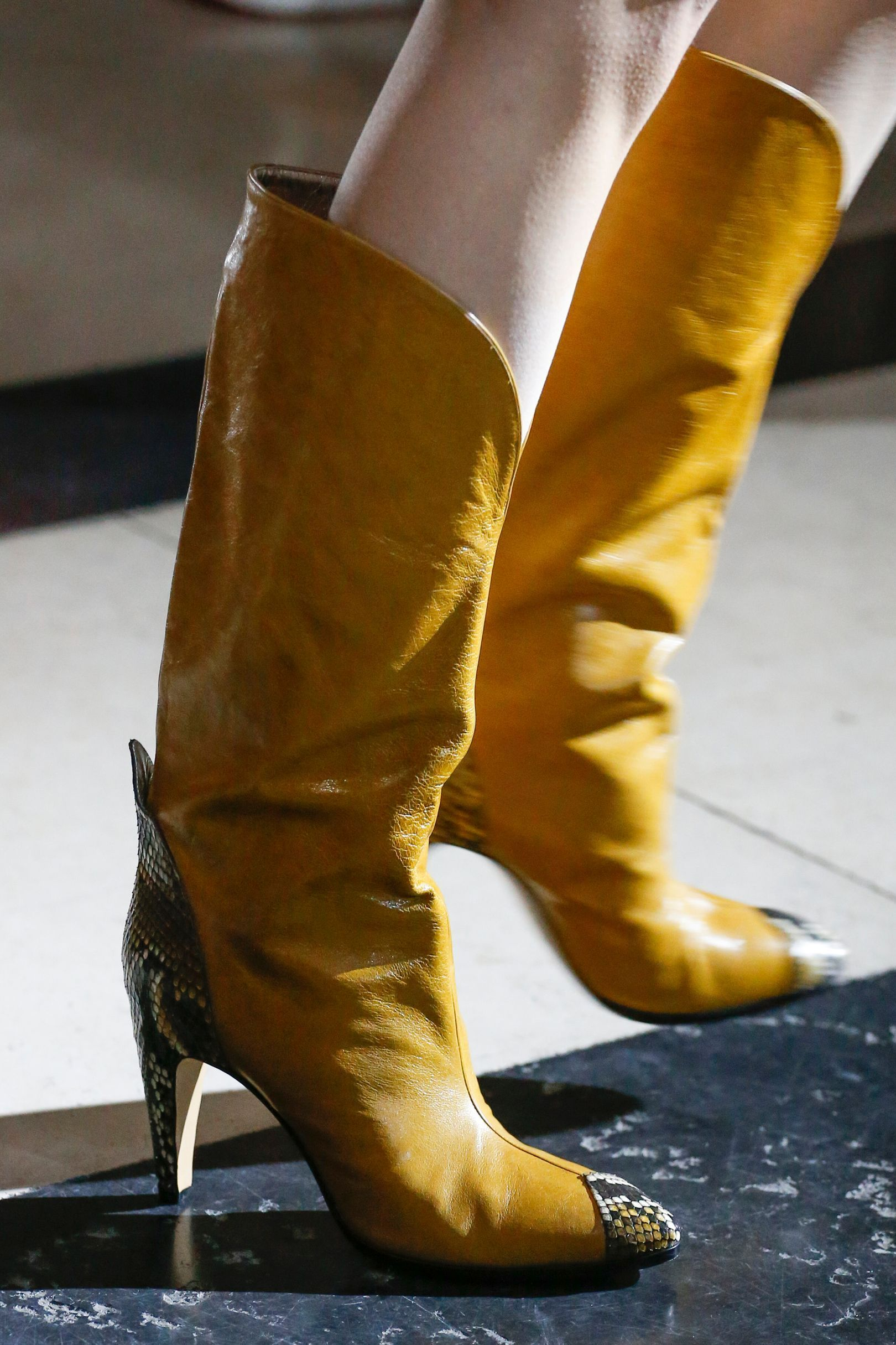 Givenchy весна лето 2018 желтые сапоги