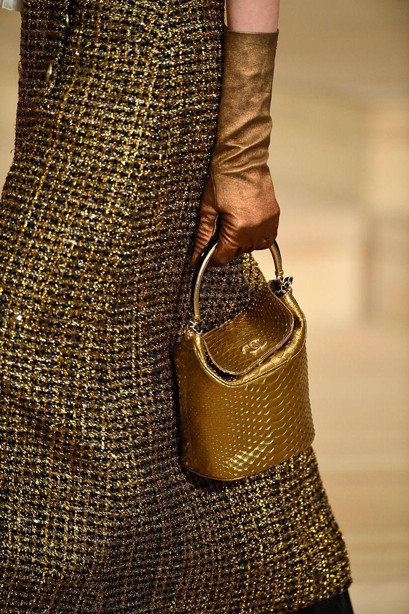 Кожаная сумка женская золотая