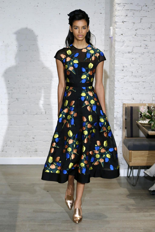 Повседневное платье атласное