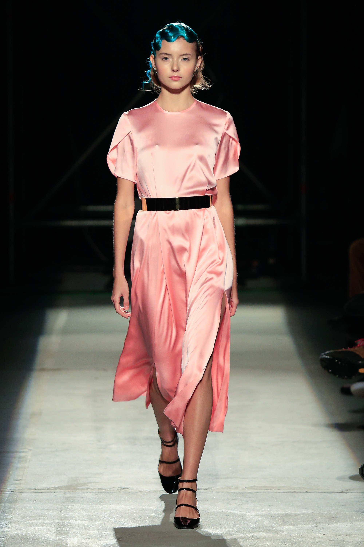 Повседневное платье атласное розовое