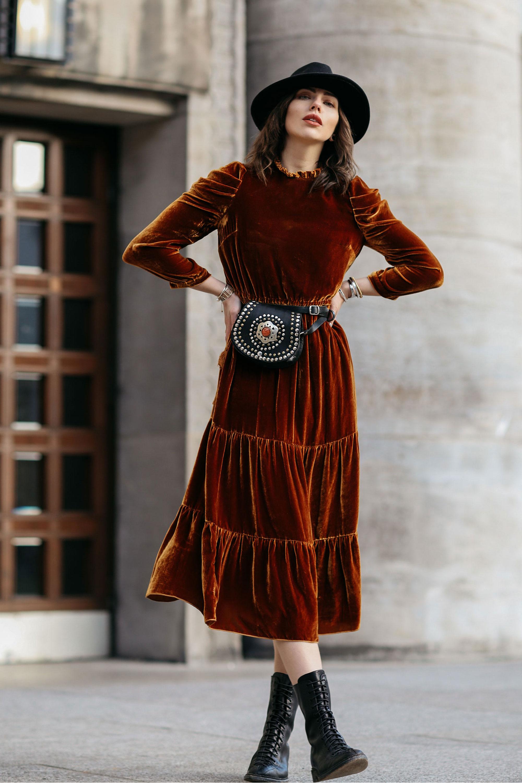 Повседневное платье бархатное коричневое