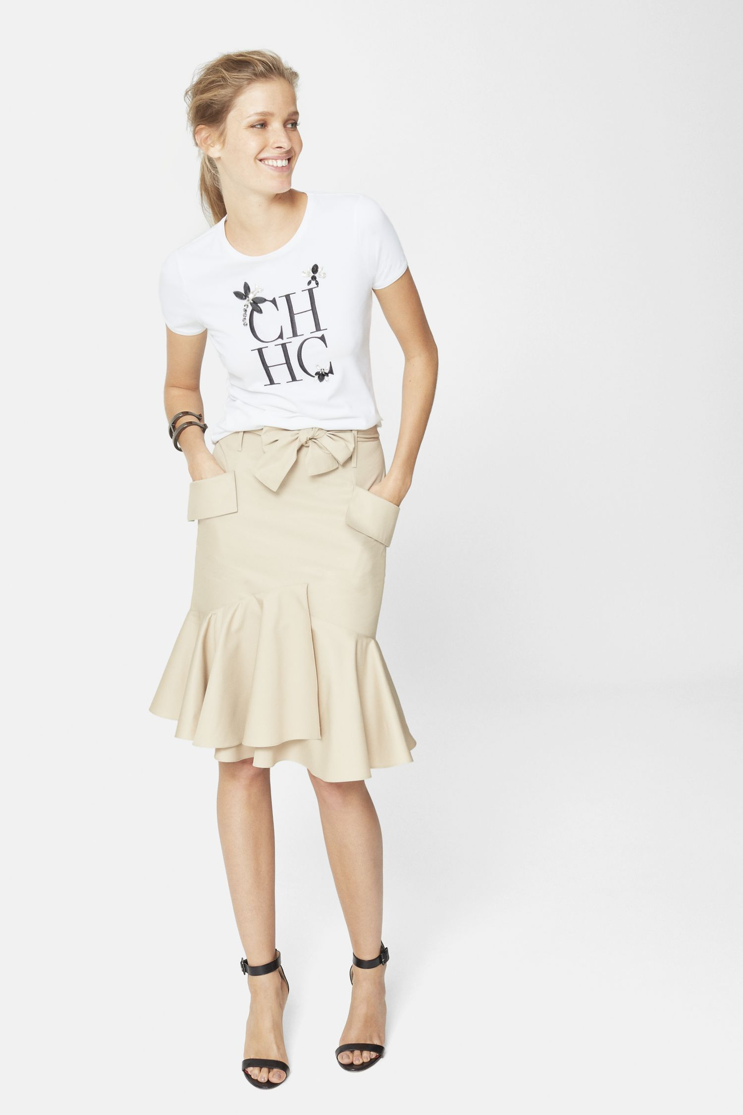 Юбка с футболкой бежевая