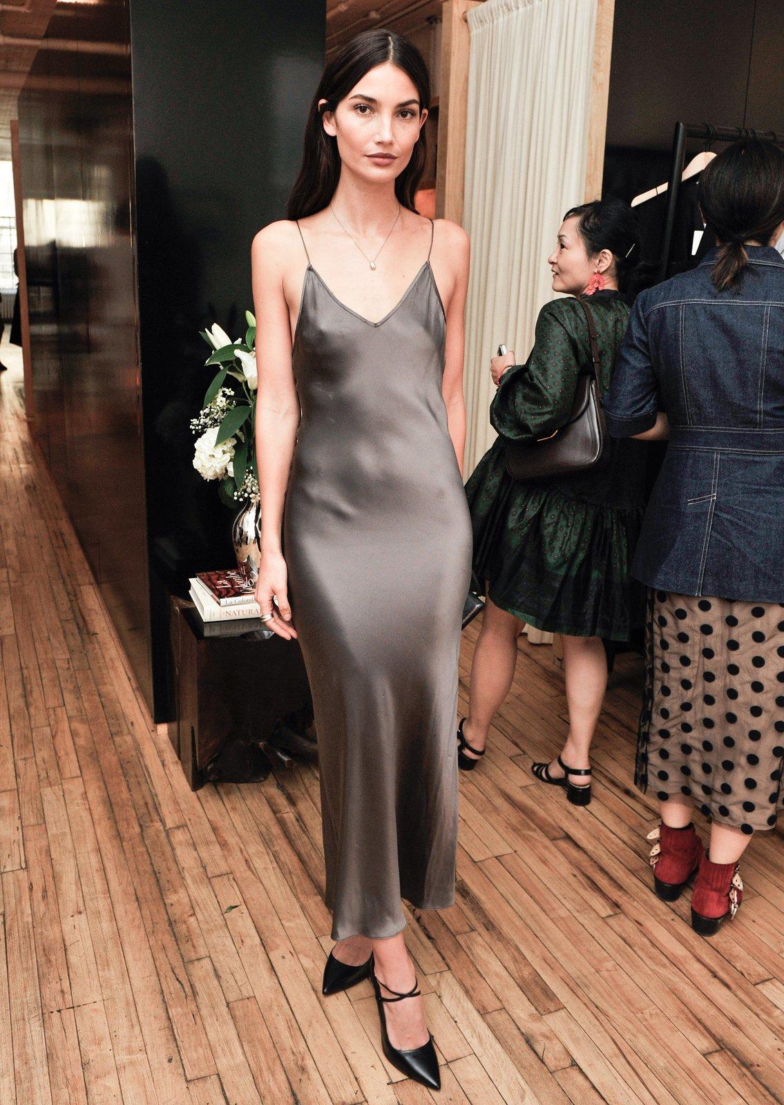 Серое платье атласное в бельевом стиле