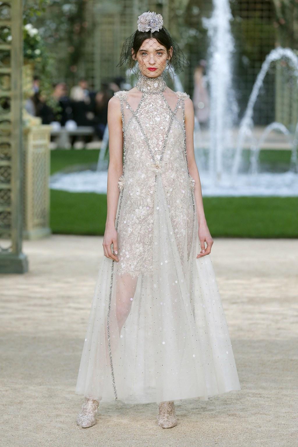 Свадебное платье для беременных блестящее
