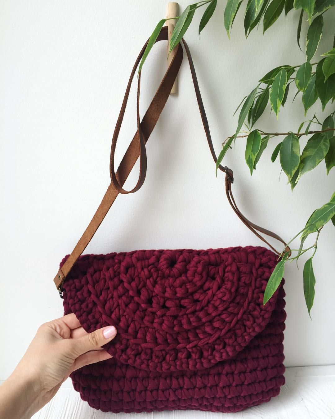 Вязаная сумка бордовая