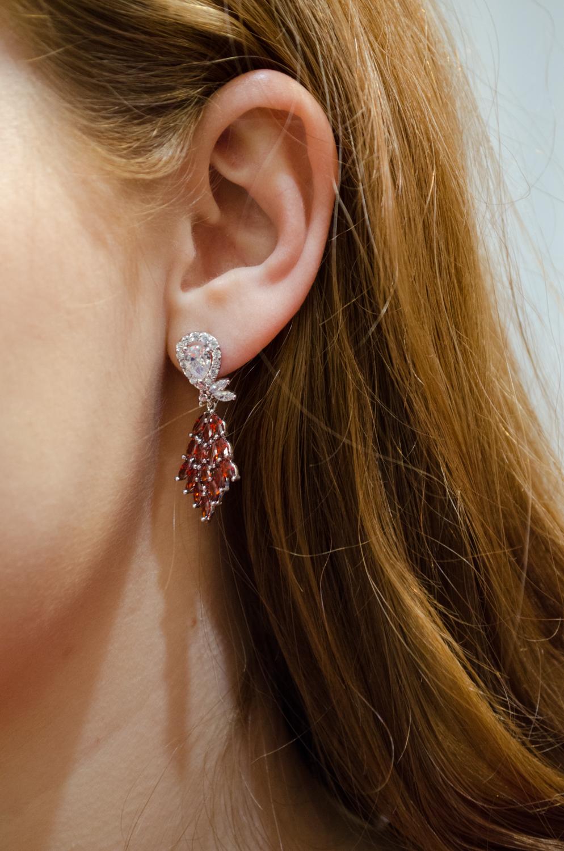 Красные серьги с бриллиантами