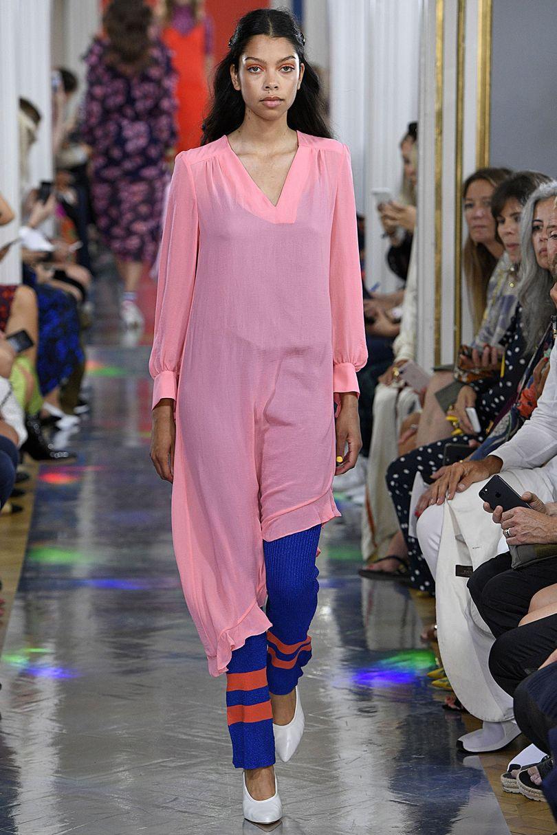 Повседневное платье розового цвета