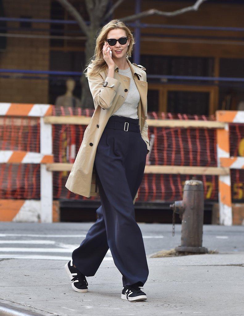Кеды с широкими брюками