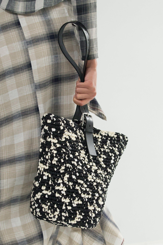 Вязаная сумка черно-белая