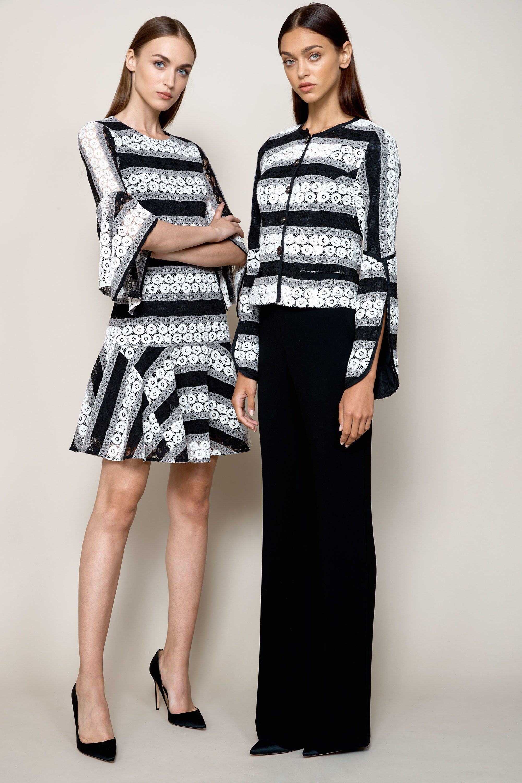 Повседневное платье черно-белое с цветами