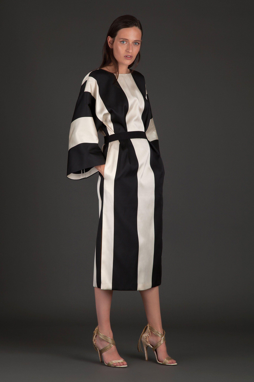 Повседневное платье черно-белое в крупную полоску