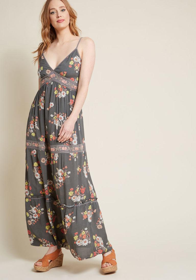 Серое платье цветочное