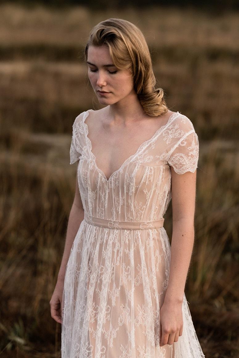 Свадебное платье айвори с декольте