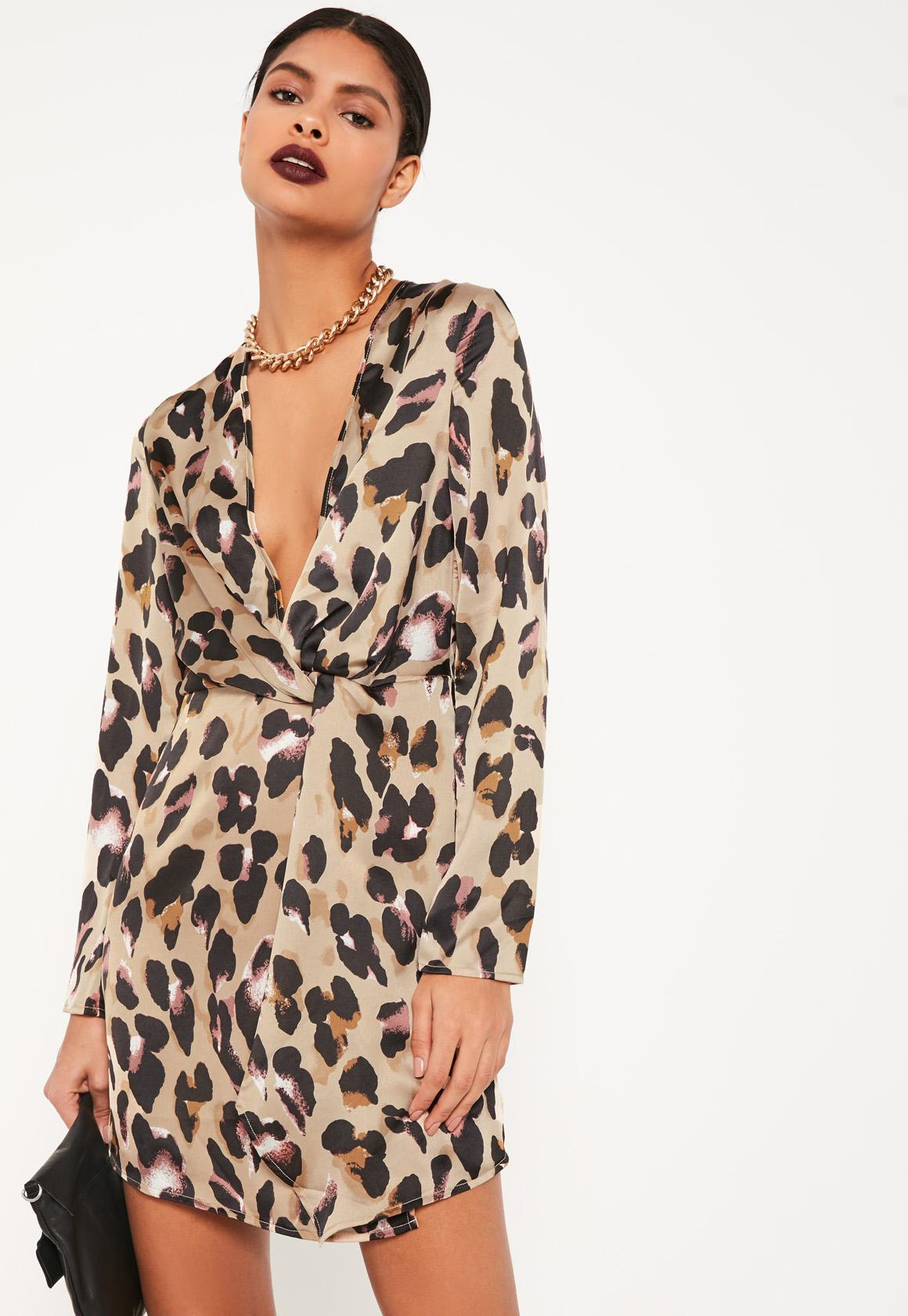 Платье леопардовое с декольте