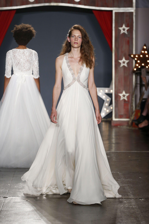 Свадебное платье для беременных с декором