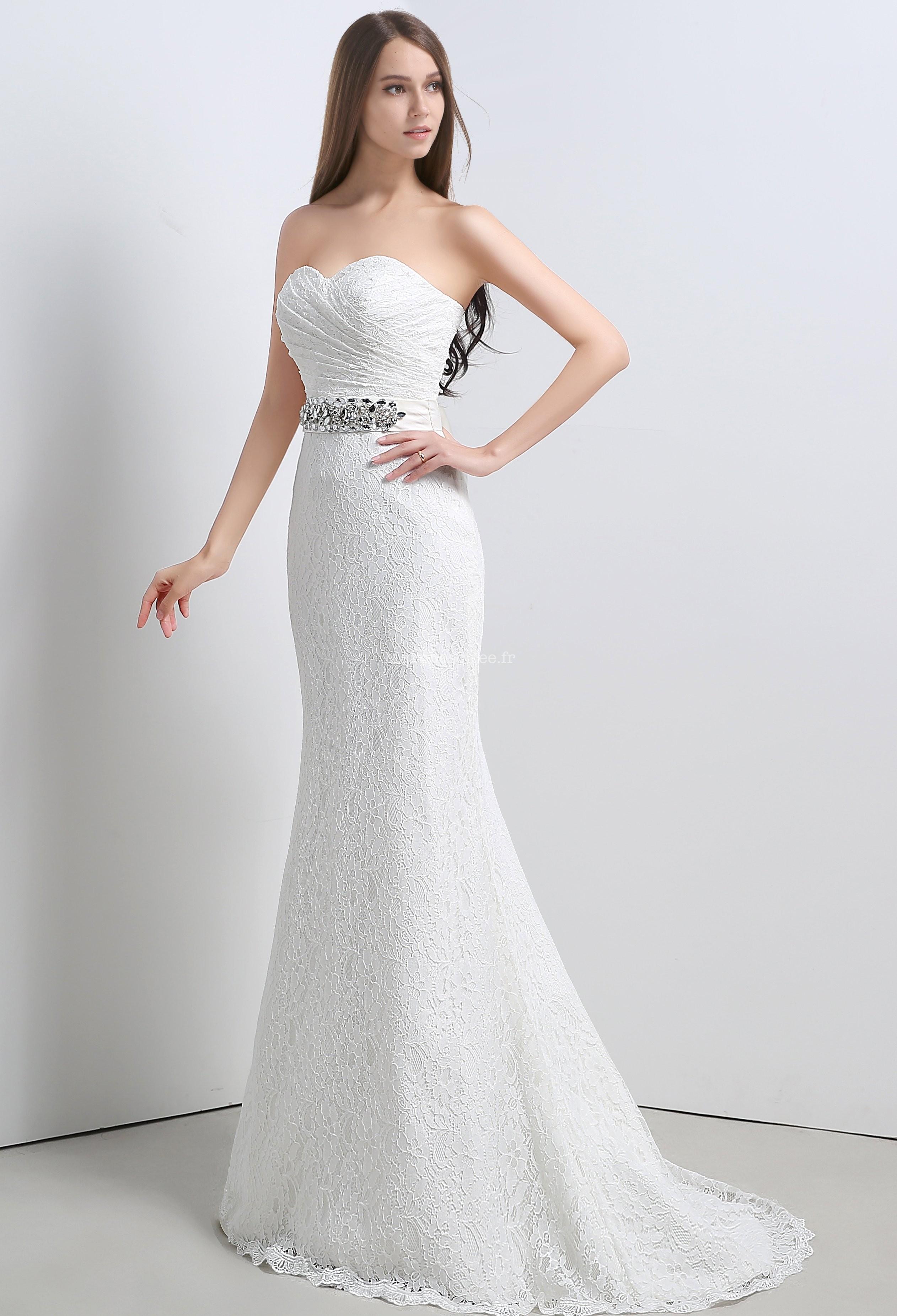 Свадебное платье рыбка с декором