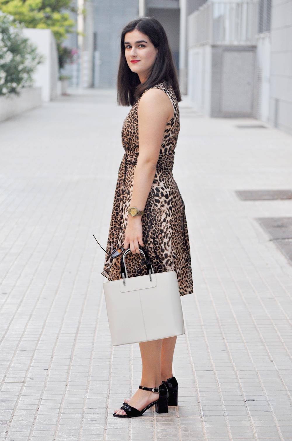 Платье леопардовое в деловом стиле