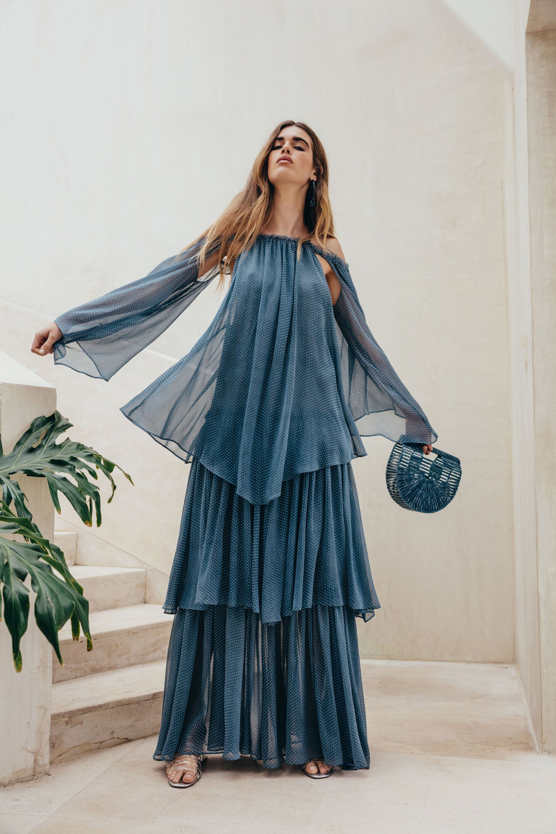 Повседневное платье длинное голубое