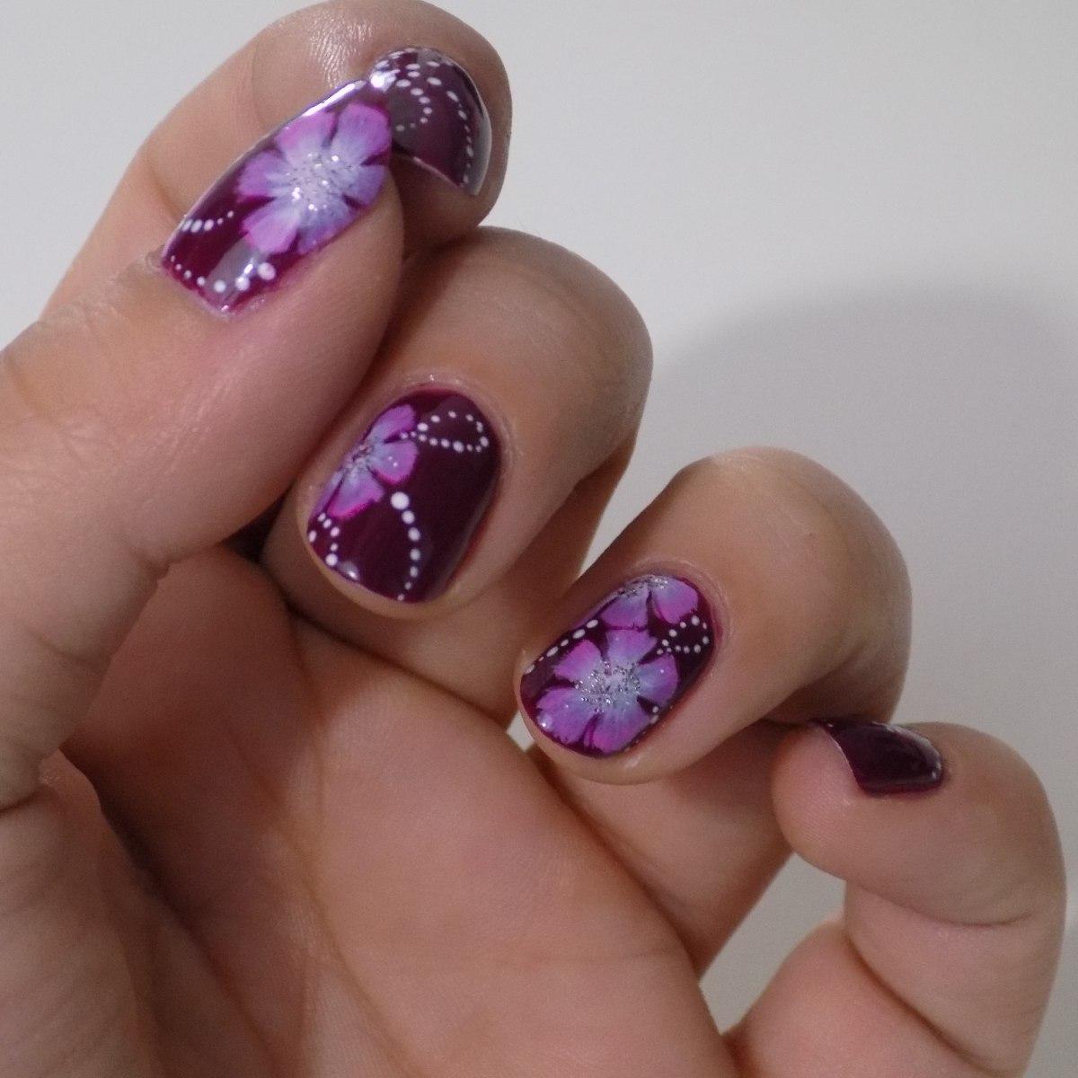 Маникюр фиолетовый с наклейками