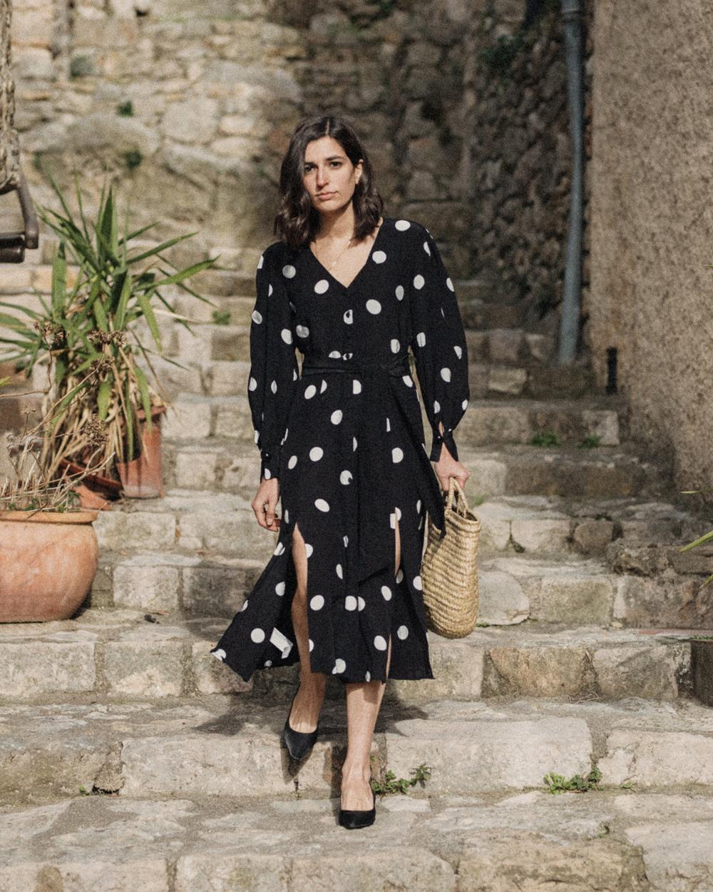 Повседневное платье с рукавами фонариками в горошек
