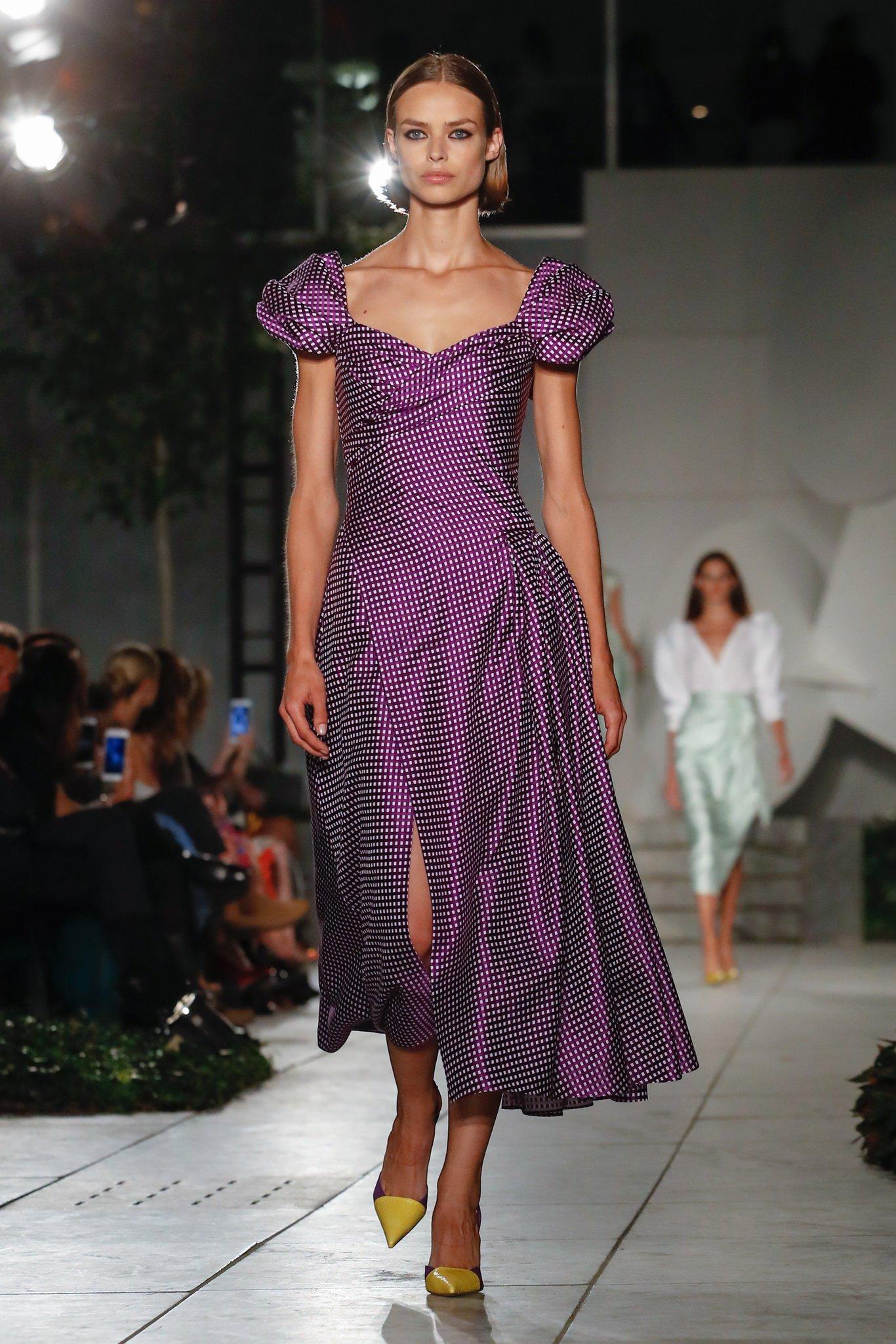 Повседневное платье с рукавами фонариками фиолетовое