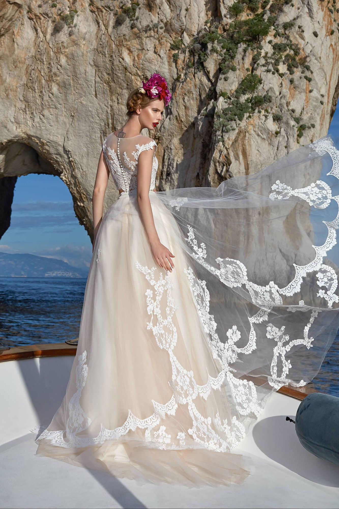 Свадебное платье айвори с испанским кружевом
