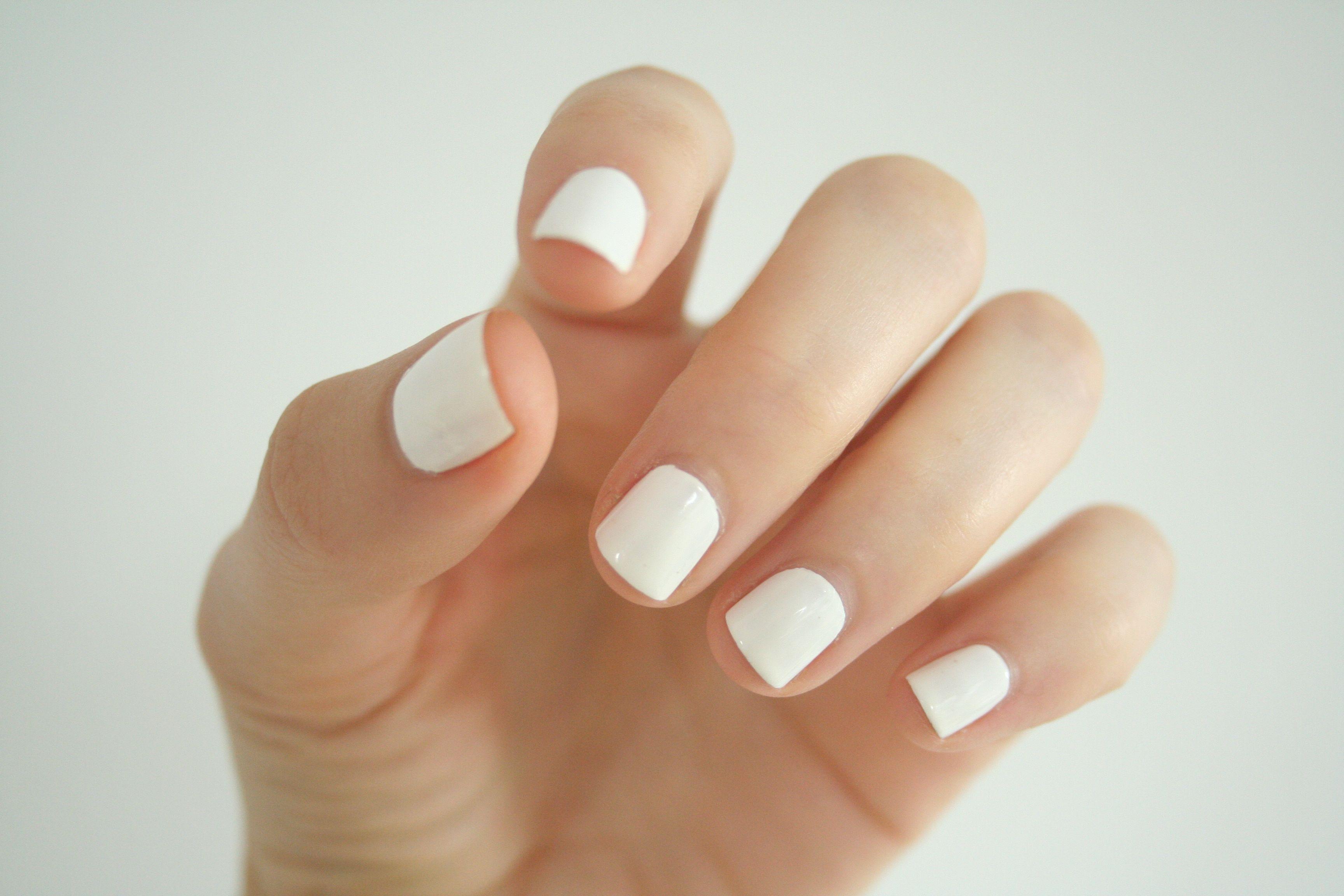 хотела картинки белых ногтей на руках получила